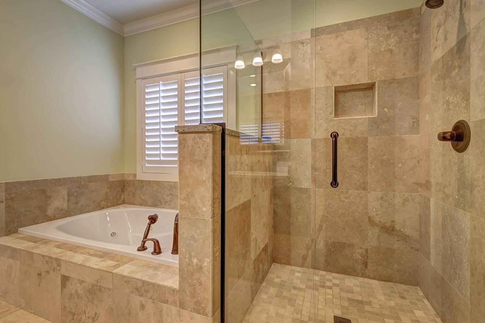 Faire Sa Salle De Bain faire rénover une salle de bain avec style moderne à tassin